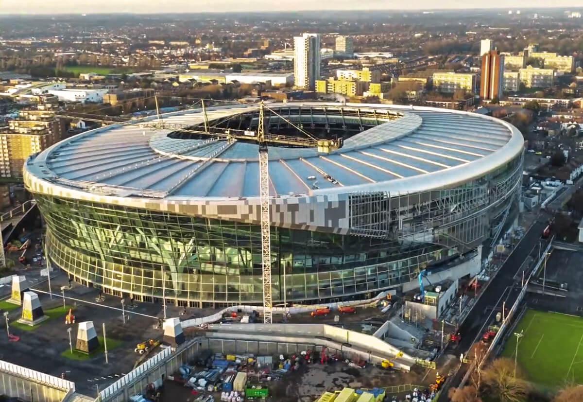 Das neue Stadion von Tottenham Hotspur in London. Die Befestigungslösungen für Fassade, Innenausbau sowie die technischen und elektrischen Systeme lieferte fischer.