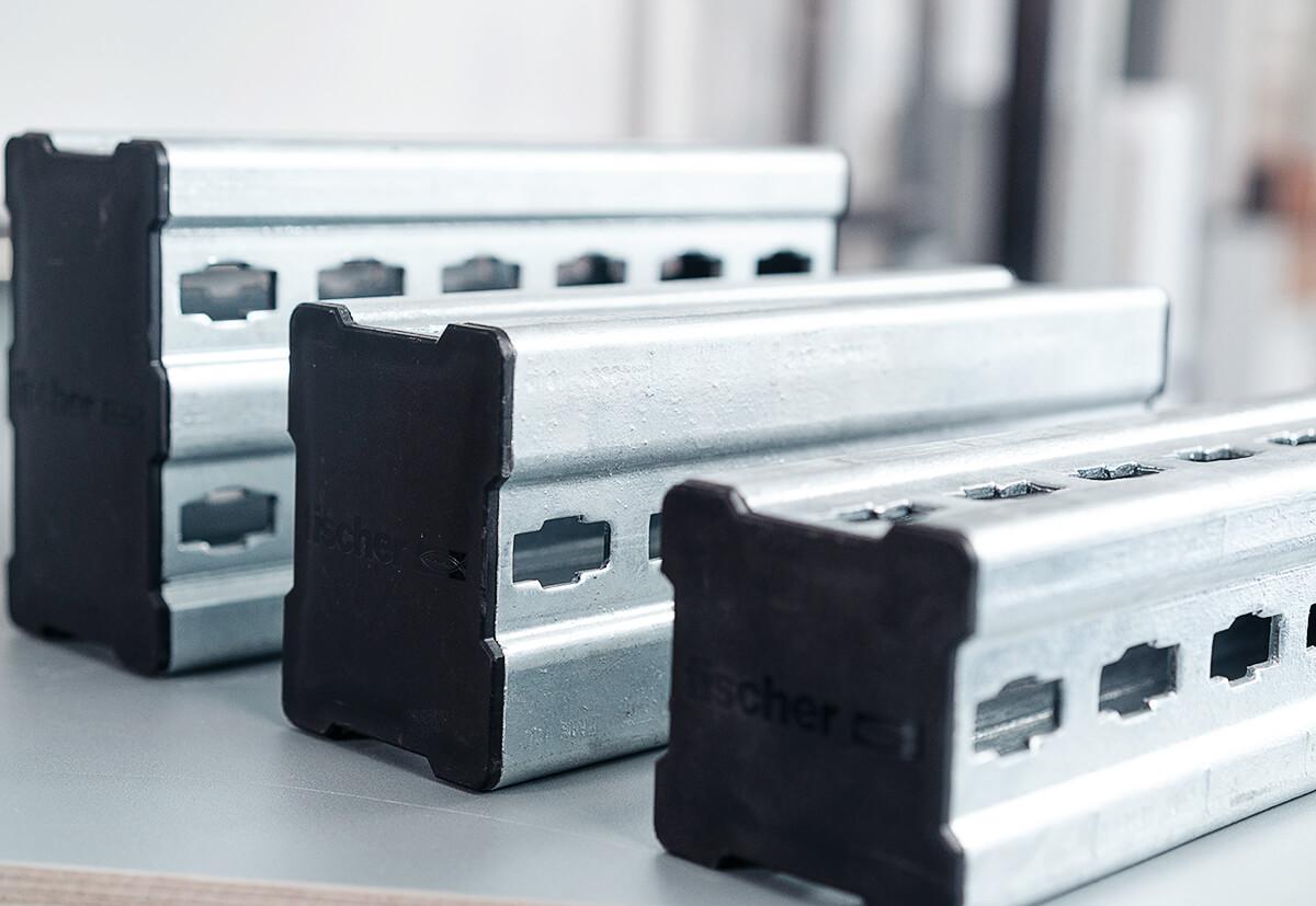 Die allseitigen Formlöchern sorgen für eine sichere, fehlerfreie und formschlüssige Montage der Konstruktionselemente