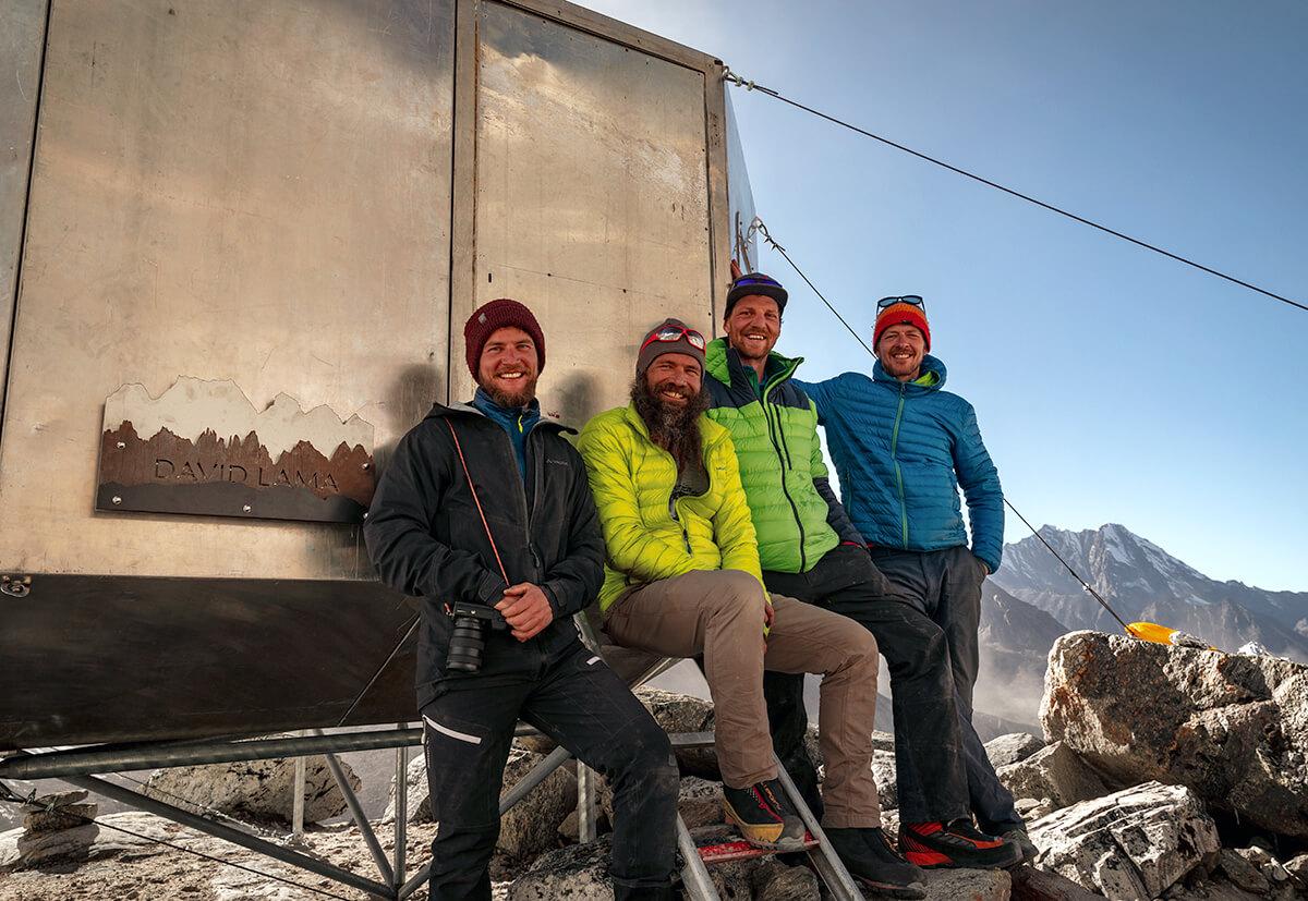 Das David Lama Biwak (5080 m): Benannt nach dem österreichischen Extremkletterer David Lama, der im April 2019 von einer Lawine in den kanadischen Rocky Mountains begraben wurde.