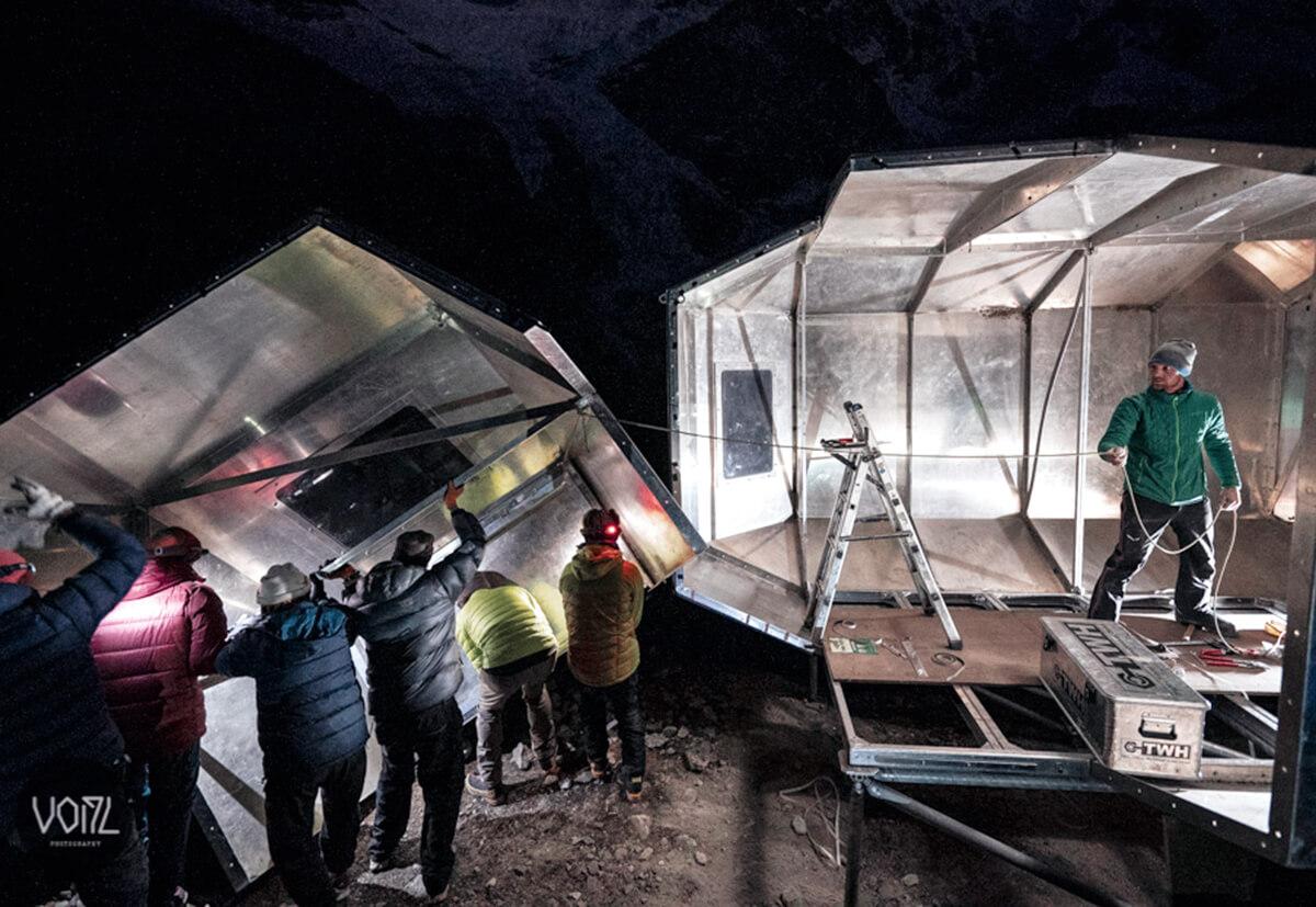 Aufbau des Biwaks auf 5000 Metern Höhe.
