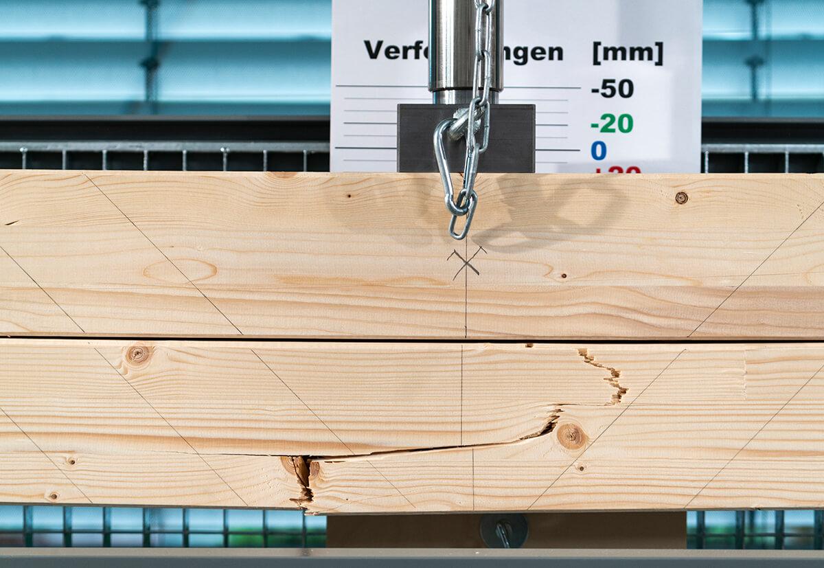 Unter dem Testgerät wird gezeigt, wie leistungsfähig Balkenaufdopplungen sind.