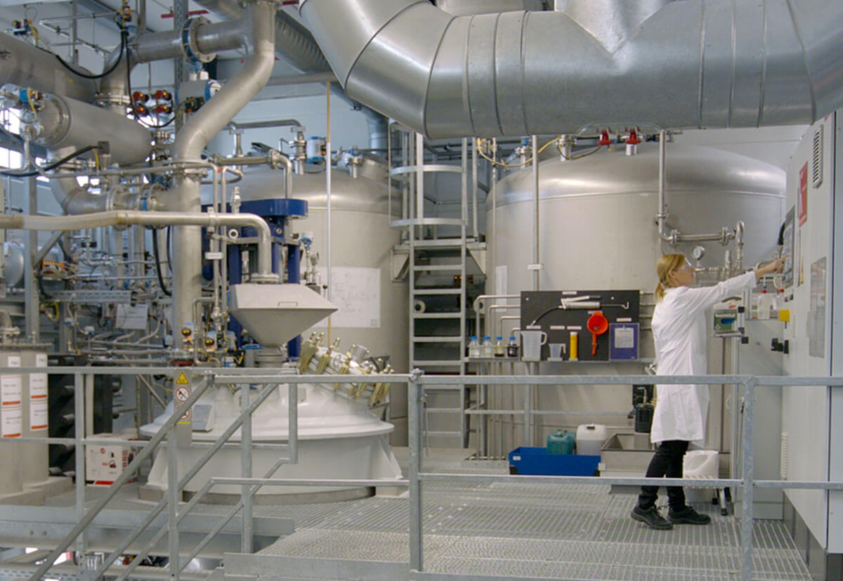 A fischer employee working in the Denzlingen production facilities.